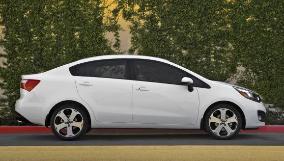 Comprar Automovile Kia Rio Sedan 2012