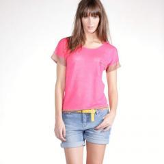 Camiseta bicolor de manga corta y cuello redondo