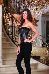 Precioso corset en encaje, con tirantes y ligueros